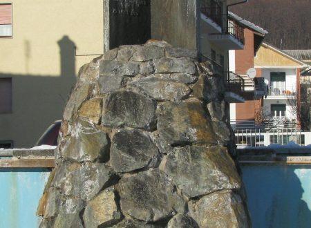 Piazza 1° maggio (Coazze) – Fontana monumento ai Fratelli Vitrani