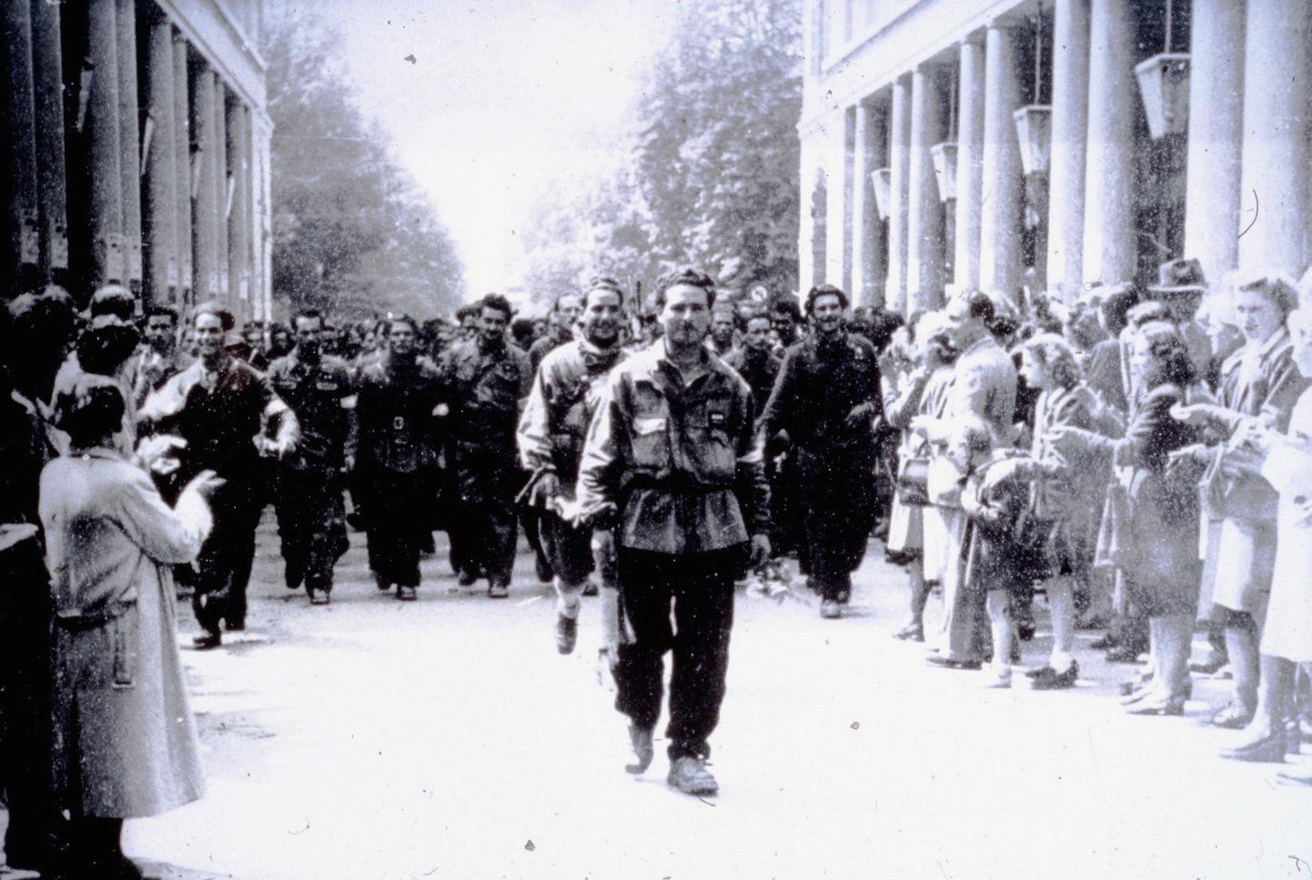 Risultati immagini per Immagini entrata dei partigiani in Susa il25 aprile